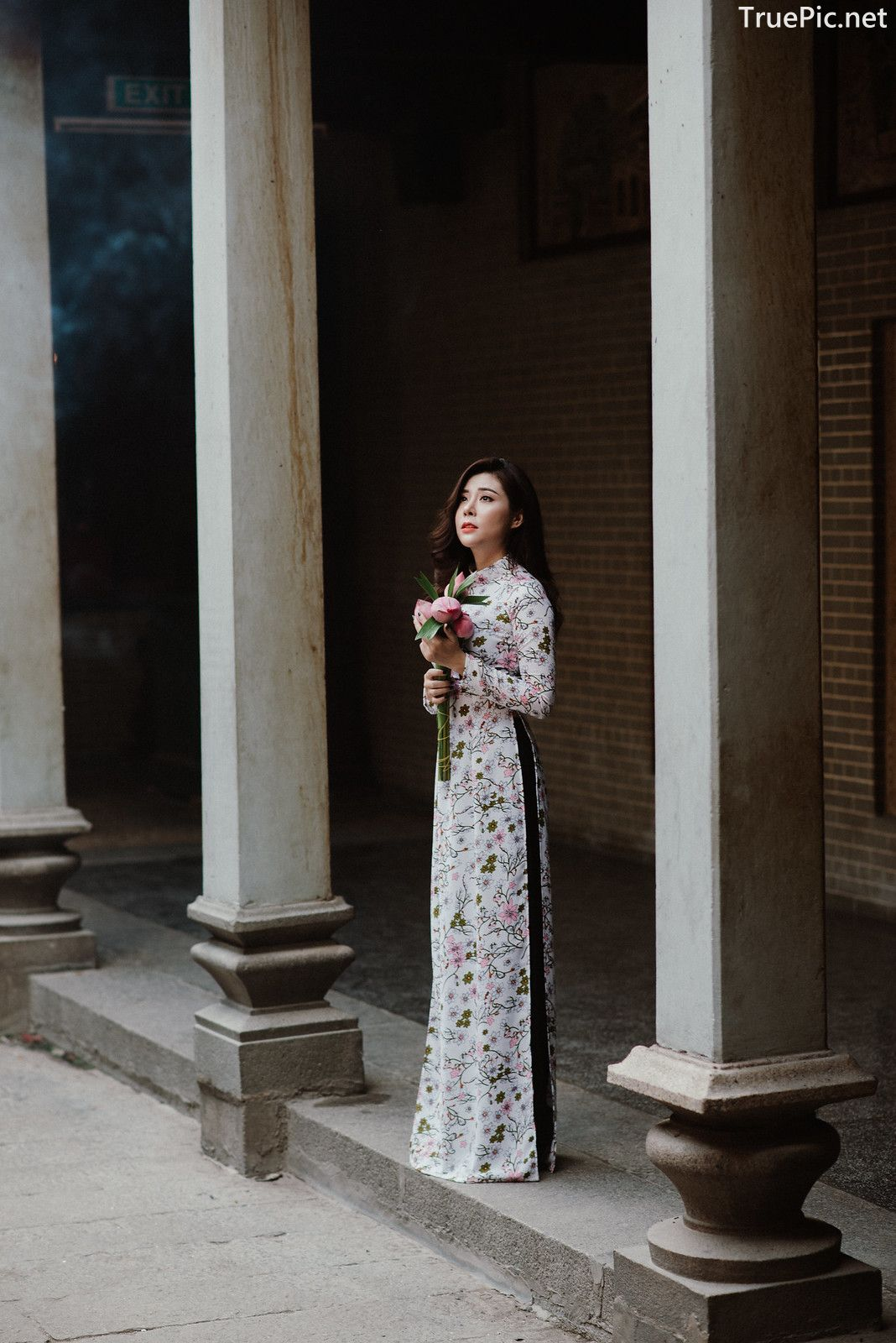 Image-Vietnamese-Beautiful-Girl-Ao-Dai-Vietnam-Traditional-Dress-by-VIN-Photo-3-TruePic.net- Picture-9