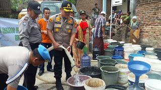 Polres Cirebon Kota Kembali Salurkan Air Bersih Ke Argasunya