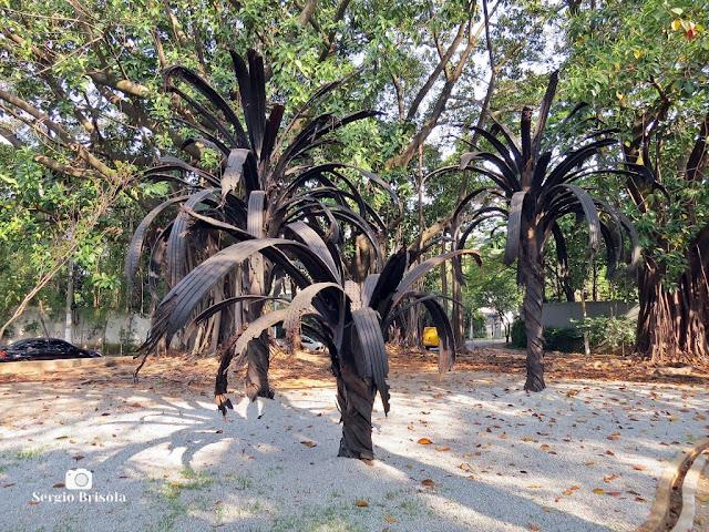 Vista ampla do Conjunto escultórico Black Palm - Praça Adolpho Bloch - São Paulo