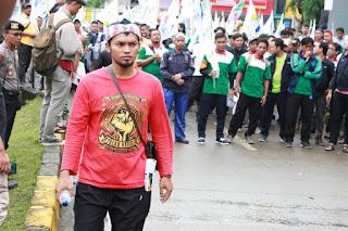 Indrawan saat Aksi solidaritas tolak union busting mirah sumirat