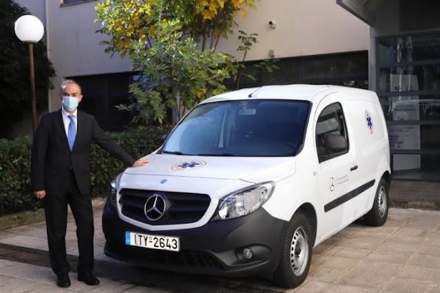 Η Mercedes-Benz Ελλάς παρέδωσε δύο van στο Ε.Σ.Υ.