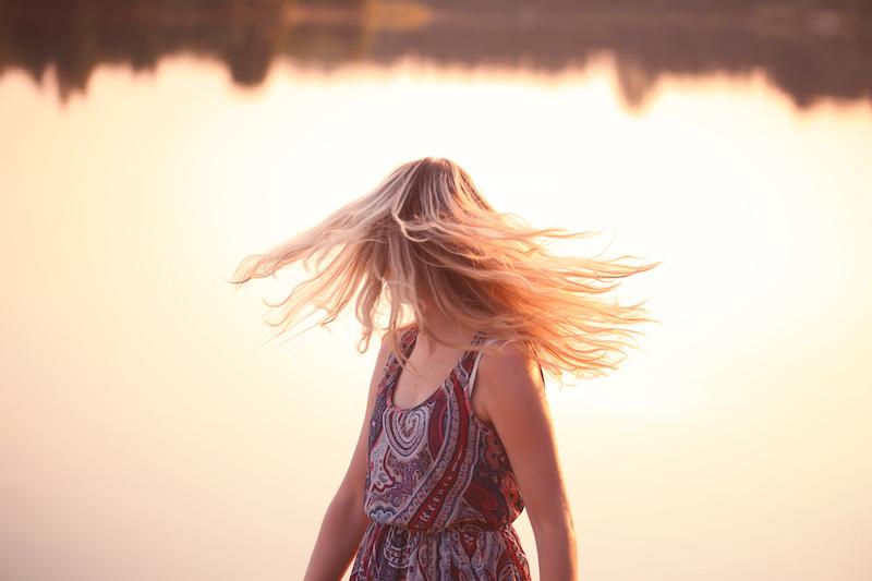 wehende Haare Sonnenuntergang