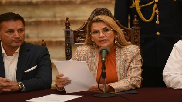 Gobierno de facto de Bolivia abroga decreto que daba impunidad a las FFAA