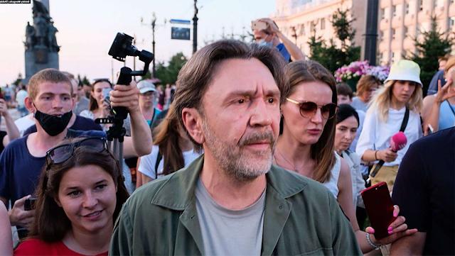Зачем Сергей Шнуров вдруг появился в Хабаровске?
