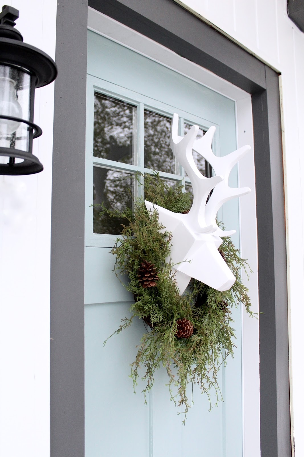 Unique-Christmas-front-door-decorations-harlow-and-thistle-7