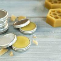 شمع العسل مستحضر تجميلي طبيعي للعناية ببشرتك