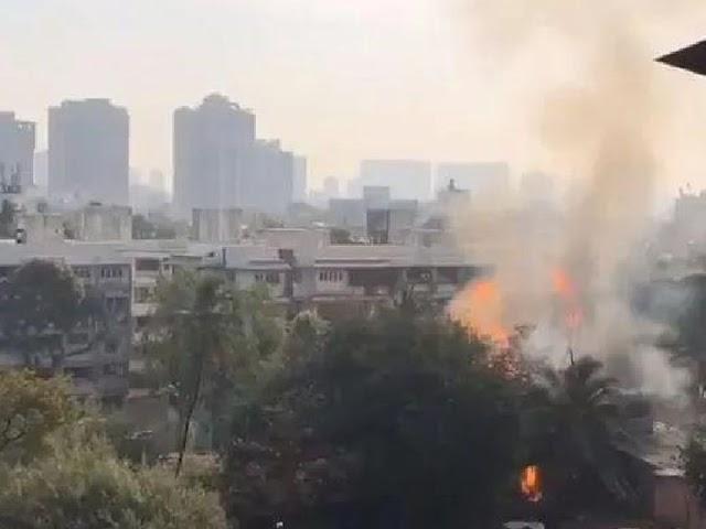 मुंबई के गैस गोदाम में आग:अंधेरी के LPG गोदाम में लीकेज से आग, 4 झुलसे; लगातार धमाके की आवाजें सुनाई दे रहीं