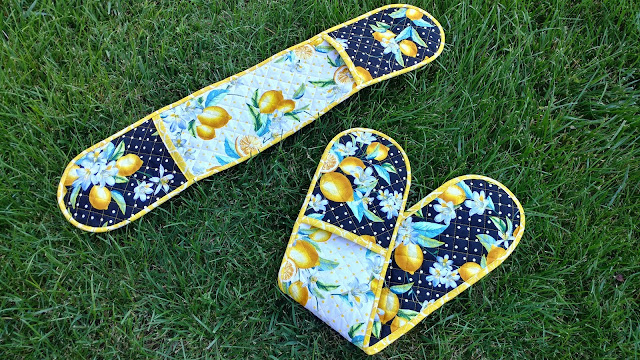 FREE pattern for double oven mitt using Lemon Fresh fabrics by Benartex