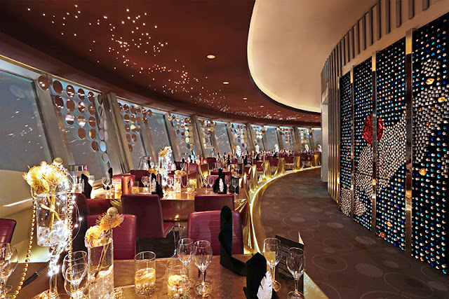Jantar no restaurante de luxo da Torre de TV em Berlim