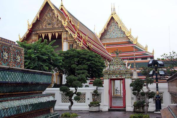 Exteriores del Templo del Buda acostado de Bangkok