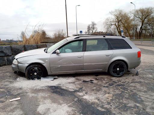 Auto vadītājs avarē rotācijas aplī Daugavpilī 3