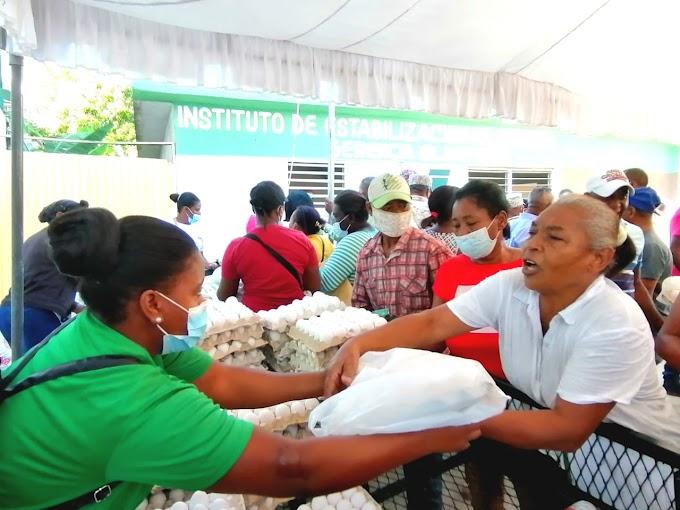 (VÍDEO) Abarrotan mercado de productores de Inespre Comendador