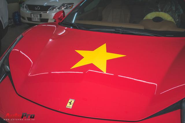 Ferrari 458 dán decal cổ động U23 Việt Nam