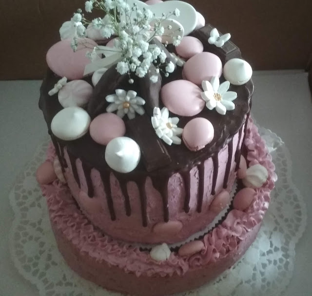 Meggy-szeder mousse torta