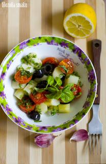 (salatka ze szparagami i pieczonymi pomidorami