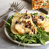 Roasted-Pear-and-Arugula-Salad-with-Toasted-Walnuts-4