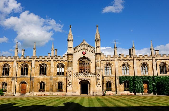 Cursos gratuitos de Inglês oferecido pela Universidade de Cambridge