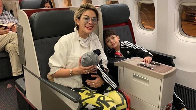 Foto Keseruan Nikita Mirzani Bersama Anaknya