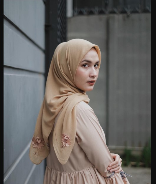 Look Cuter with Hijab Nude