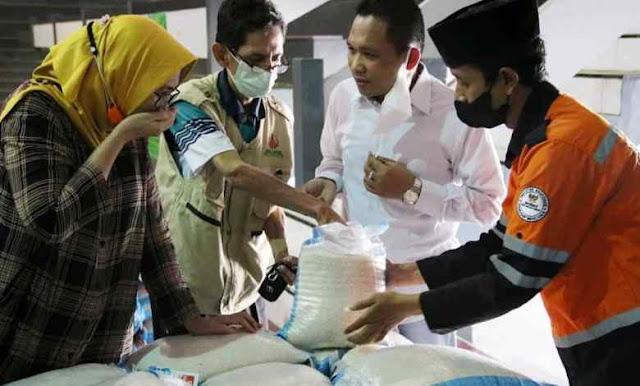 Wajib Dicontoh Pejabat Lain Nih! Bupati Lumajang Sedekah Gaji untuk Rakyat Kena PPKM