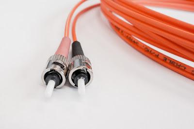 fibra ottica-cavo-tecnologia-internet