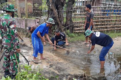 Jumat Bersih Anggota Kodim 1628/SB Bersama Masyarakat Warga Dusun Muhajirin  Bergotong Royong