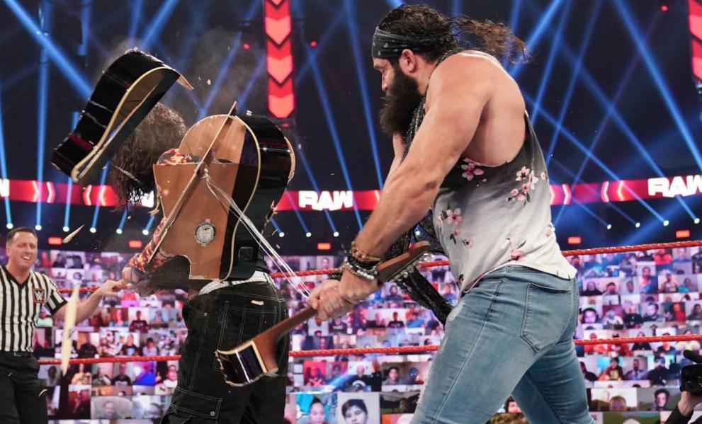 Elias retorna a WWE durante o RAW