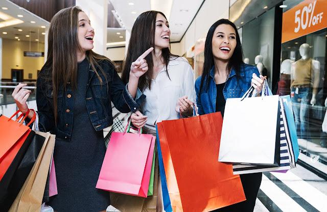 6 Kebiasaan Salah Yang Biasa Dilakukan Saat Belanja Pakaian