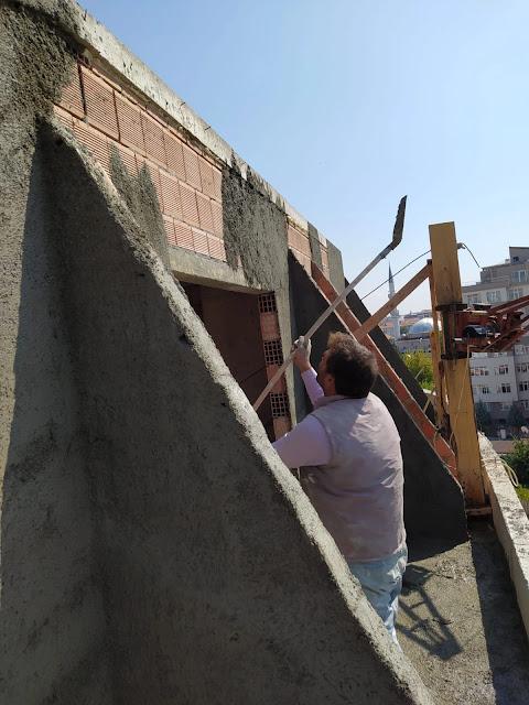 çatı katının mantolaması yapılarak çatı işlerinin önü açılır