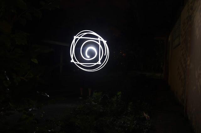 Mencuba fotografi lukisan cahaya