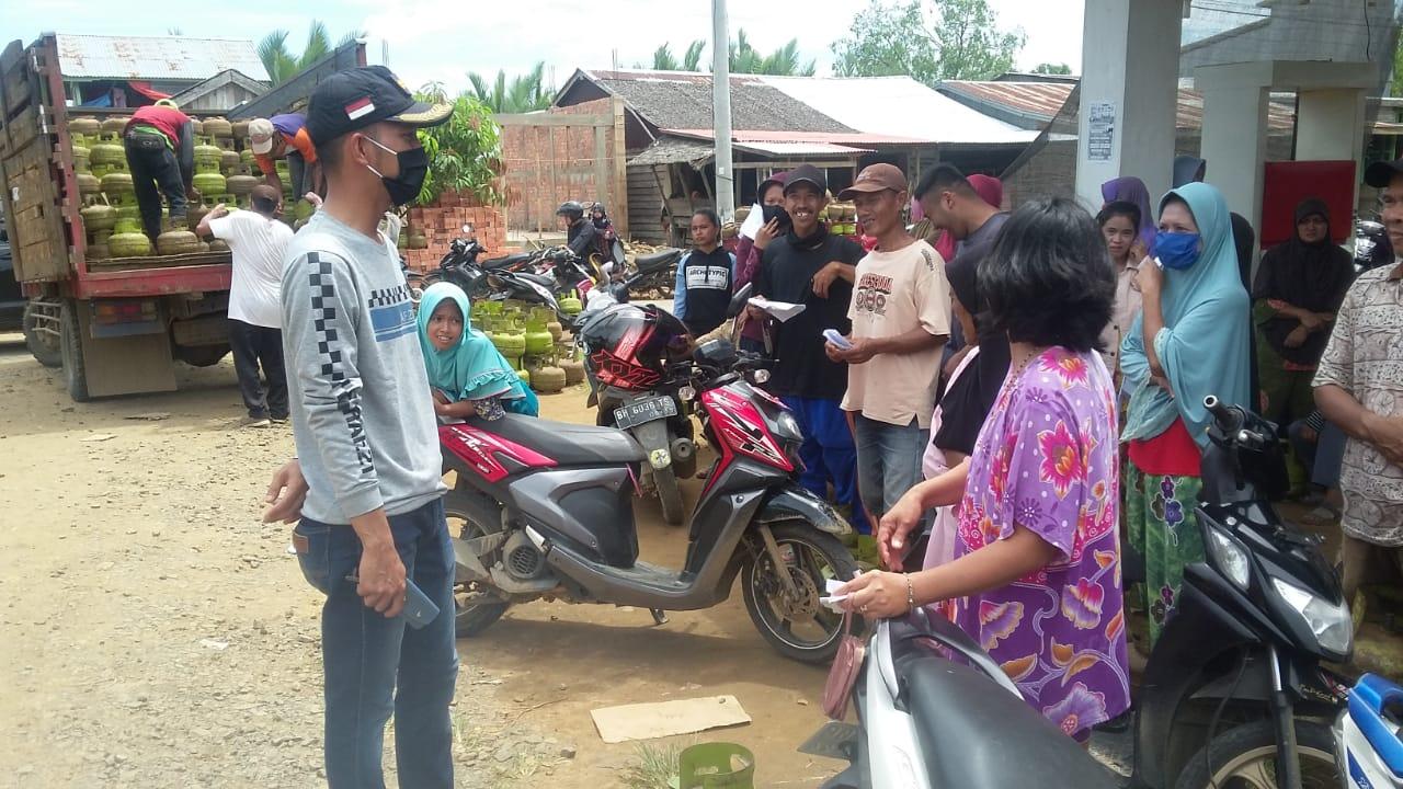 Pastikan Pendistribusian Gas 3 Kg, Camat Kuala Jambi Tinjau OP