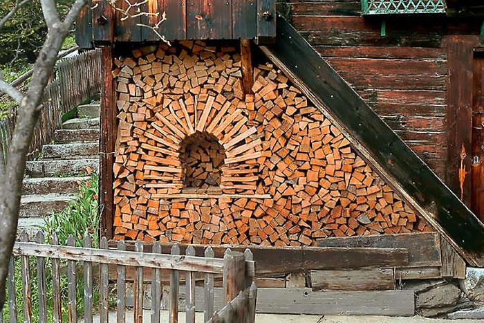 แรงบันดาลใจในการสร้างงานศิลปะจากกองไม้ฟืน