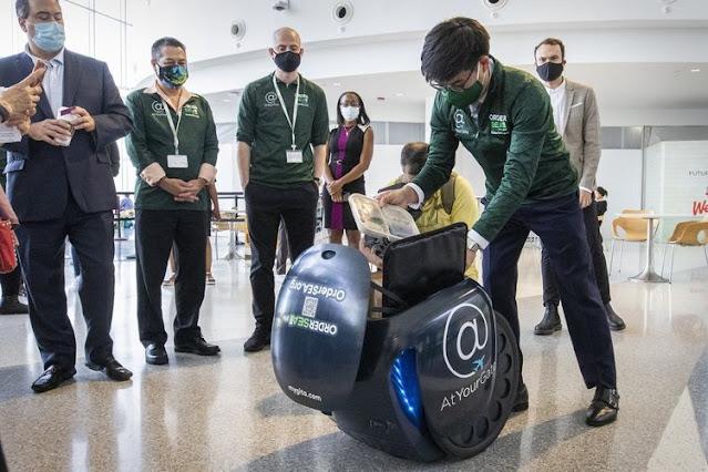 Lucu, Ada Robot Pengantar Makanan di Bandara Amerika Serikat
