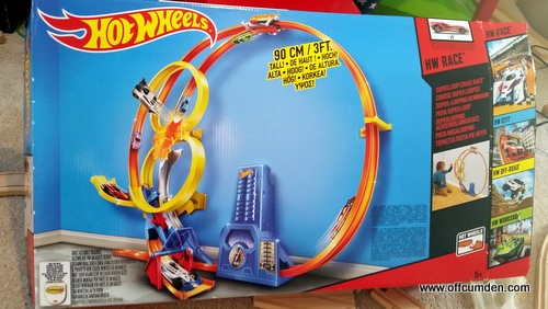 hot wheels super loop chase race track set review. Black Bedroom Furniture Sets. Home Design Ideas