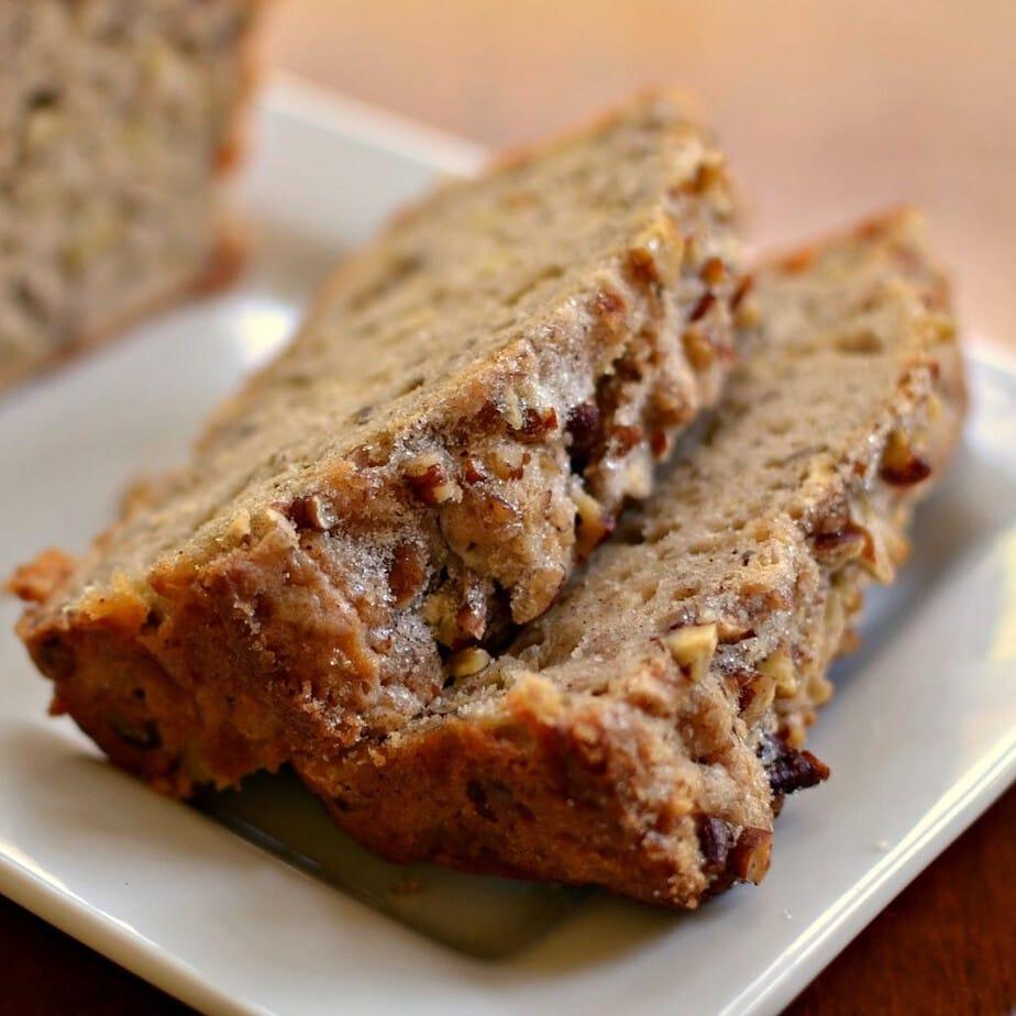 Apple Bread with Cinnamon Pecan Crunch #American #applebread #sweetbread