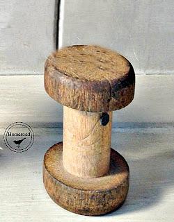 DIY Vintage Spool Photo Display. Homeroad.net