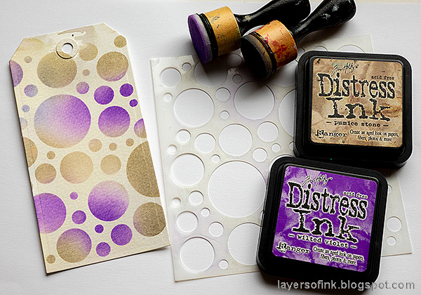 Layers of ink - Forest Tag Tutorial by Anna-Karin Evaldsson. Ink through Simon Says Stamp Mix and Match Circles Stencil.