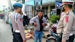 Personil Polsek Rancaekek Polresta Bandung Imbauan Prokes di Pertigaan Dangdeur