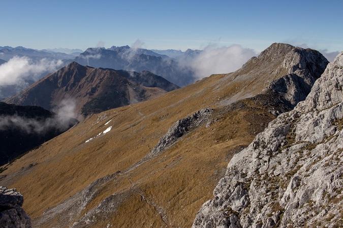 Wandern Hochsteiermark | Von der Laufstraße am Präbichl zum Gipfel des Hochturm | Blick nach Eisenerz
