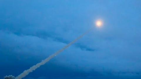Tengeri platformon elvégzett rakétakísérlet közben történt a csütörtöki robbanás Észak-Oroszországban