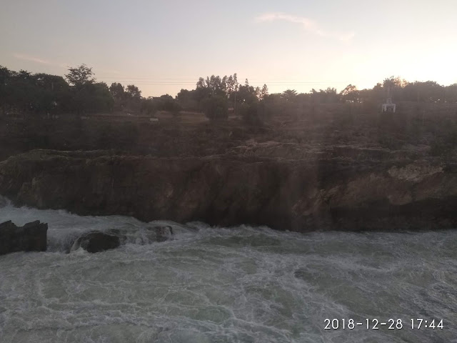 The Sun has dipped down into the horizon - It was hard for us to say goodbye to Dhuandhar Falls