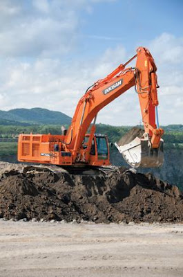 Máy xúc đào Doosan Infracore DX700LC