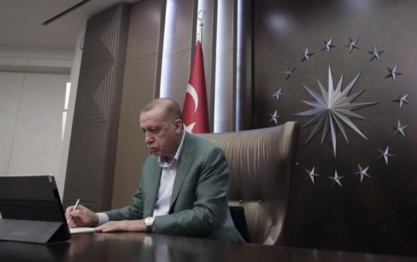 O Ερντογάν σε ρόλο «Καλού Σαμαρείτη» ενώ πυκνώνουν τα αδιέξοδα