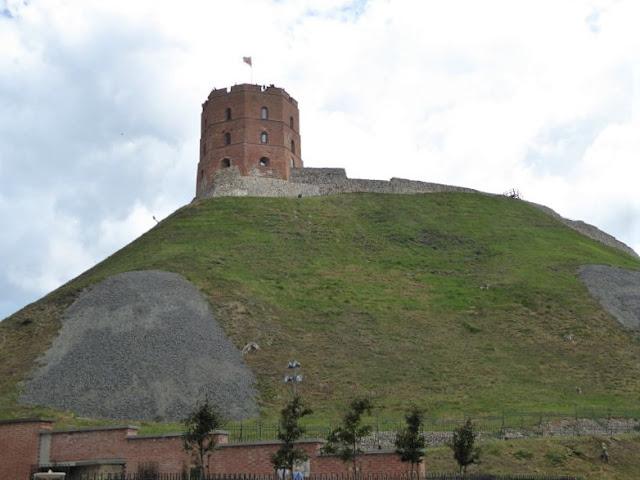 collina con la torre di gediminas