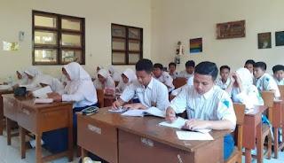 TAAT PROKES: Sekolah di Mataram wajib menerapkan protokol kesehatan yang ketat saat simulasi belajar tatap muka.