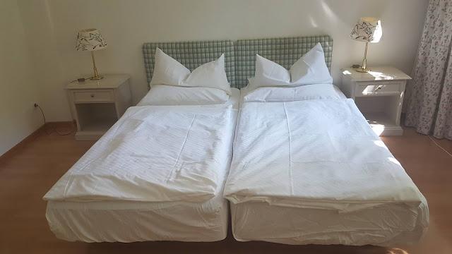 Unser gemütliches Bett im Hotel Schloss Teutschenthal in Teutschenthal (Sachsen Anhalt)