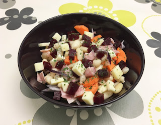 Salad with white beans and cheese