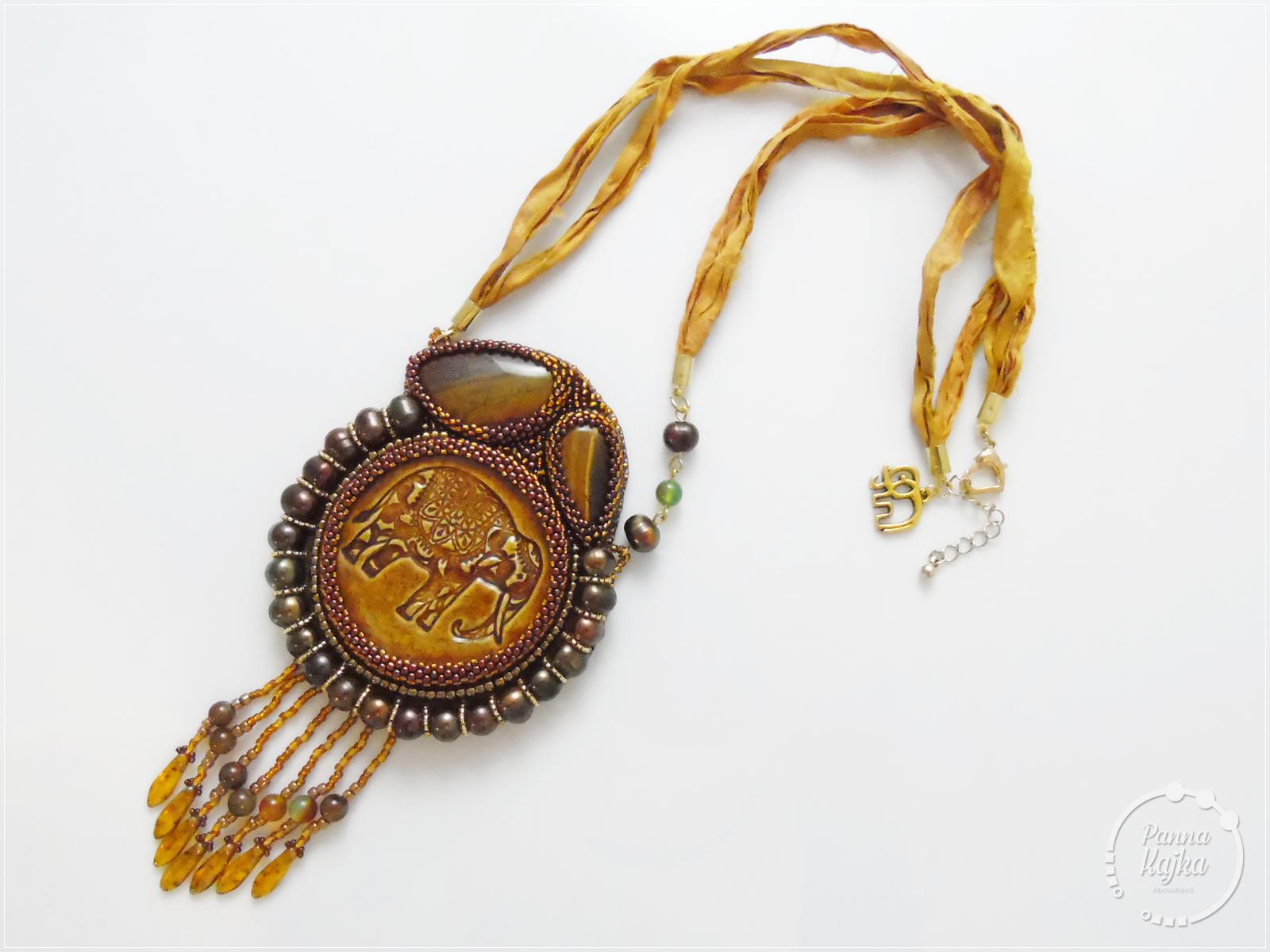 agat, ceramika, dagger, frędzle, jaspis, jedwab sari, kaboszon, perły słodkowodne, skóra naturalna, toho, tygrysie oko, wisior,