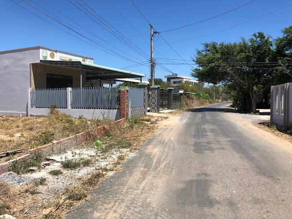 bán đất ngay cổng trường tiểu học Hồ Tràm, ảnh chụp tại vị trí đất đang bán