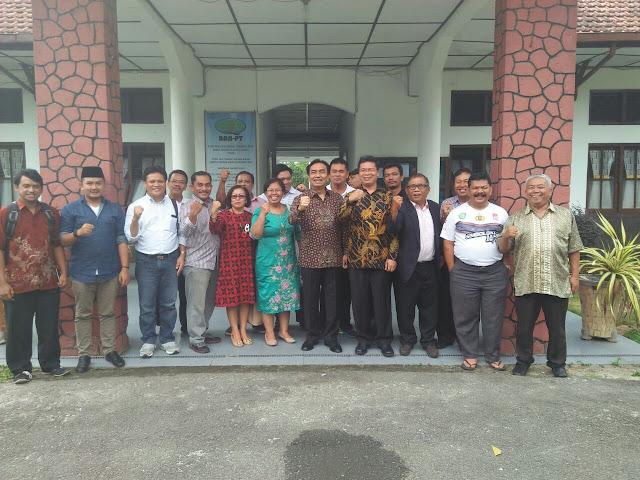 Anggota komisi I DPR RI, Effendi Muara Sakti Simbolon Mengunjungi STT HKBP di Siantar